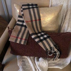 NWOT Burberry skinny scarf